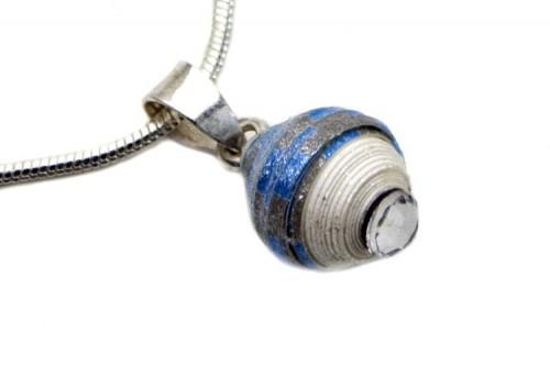 Paper Pearl Necklace Blau Grau Weiß / Detail